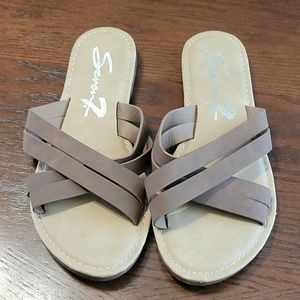 Seven7 Tia Sandals in Brown size 8